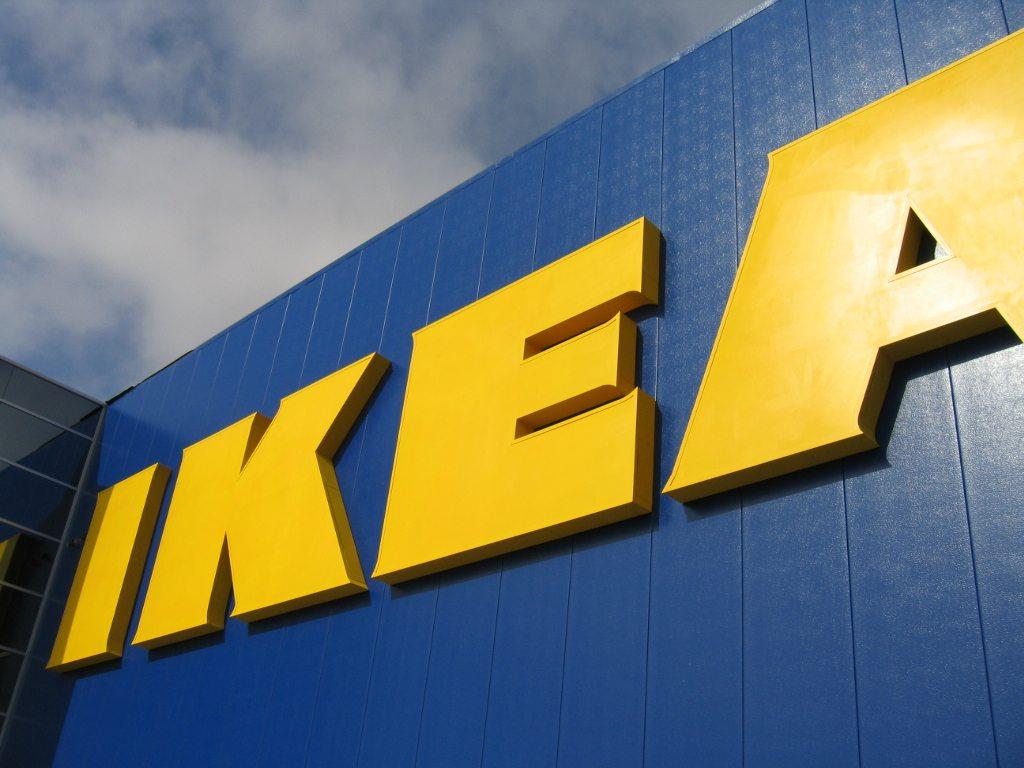 Ikea prende in giro Apple con uno spot