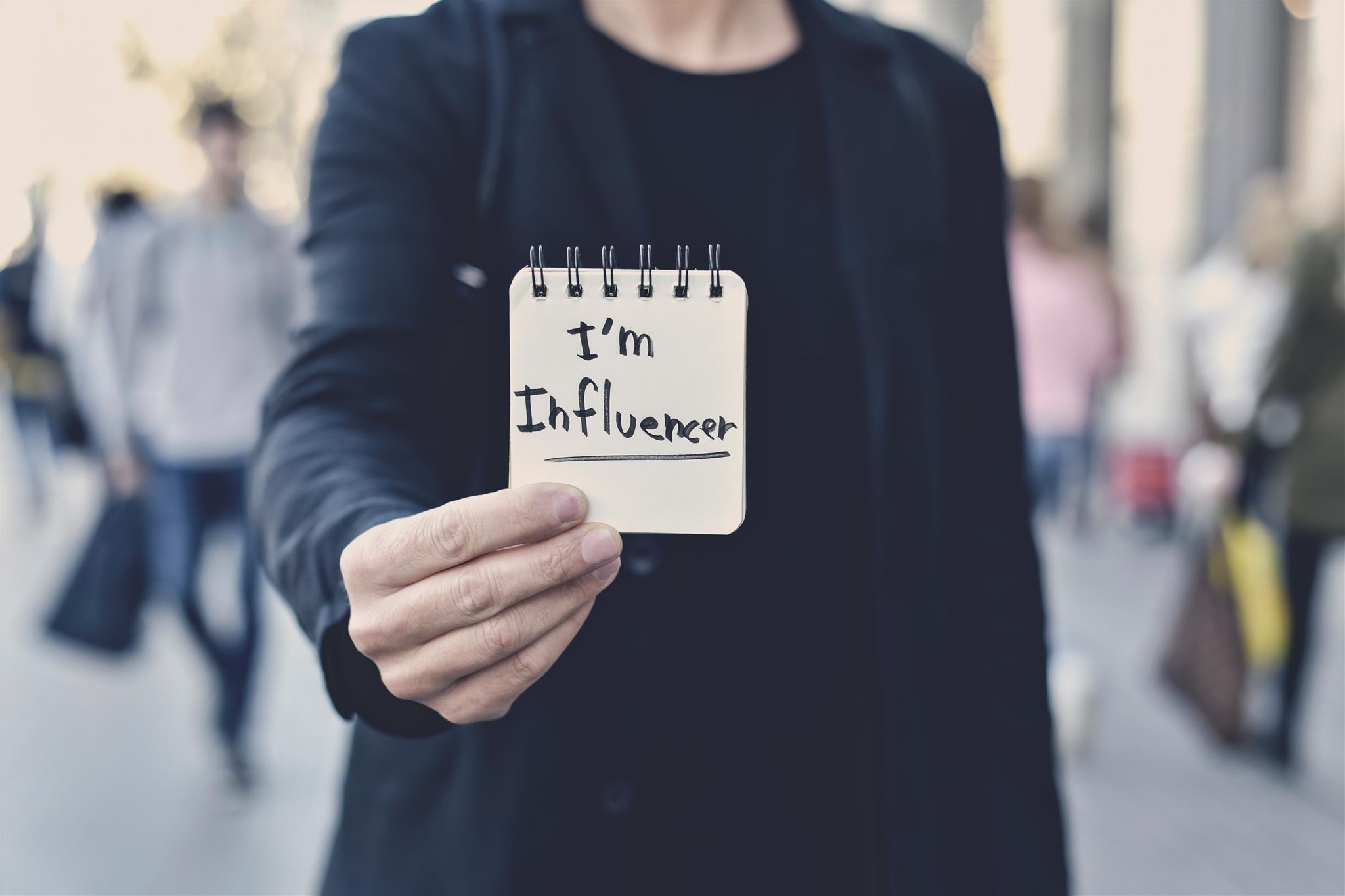 La Guida Perfetta gli Amanti dei Social: Come Diventare Influencer in 5 Imperdibili Step e Farne un Business di Successo