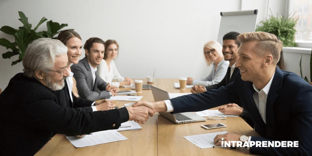 Guida all'Elevator Pitch: 7 Consigli per Presentare la tua Start Up in Modo Efficace ai Potenziali Investitori
